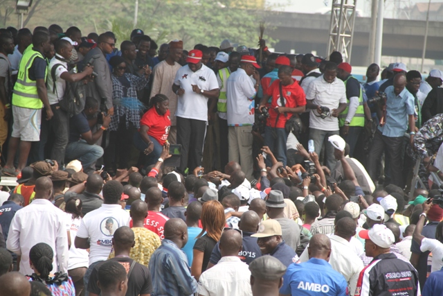 "Youths in Lagos under the aegis ""Ambode Youth Initiative"" in 10,000-Man Walk for Ambode"