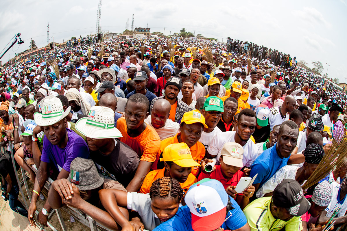 Epe erupts for Akinwunmi Ambode as Lagos APC Campaign Train enters Epe Town