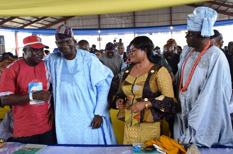 """""""I WILL STAND BY AMBODE"""" – Fashola declares"""