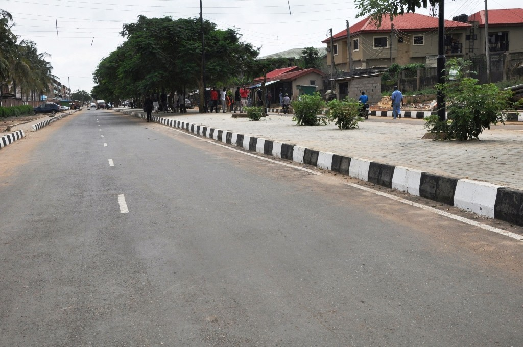 This is the newly constructed 41 Road, Gowon Street, Mosan-Okunola LCDA, it is 225 meters long and 12.8 meters wide.