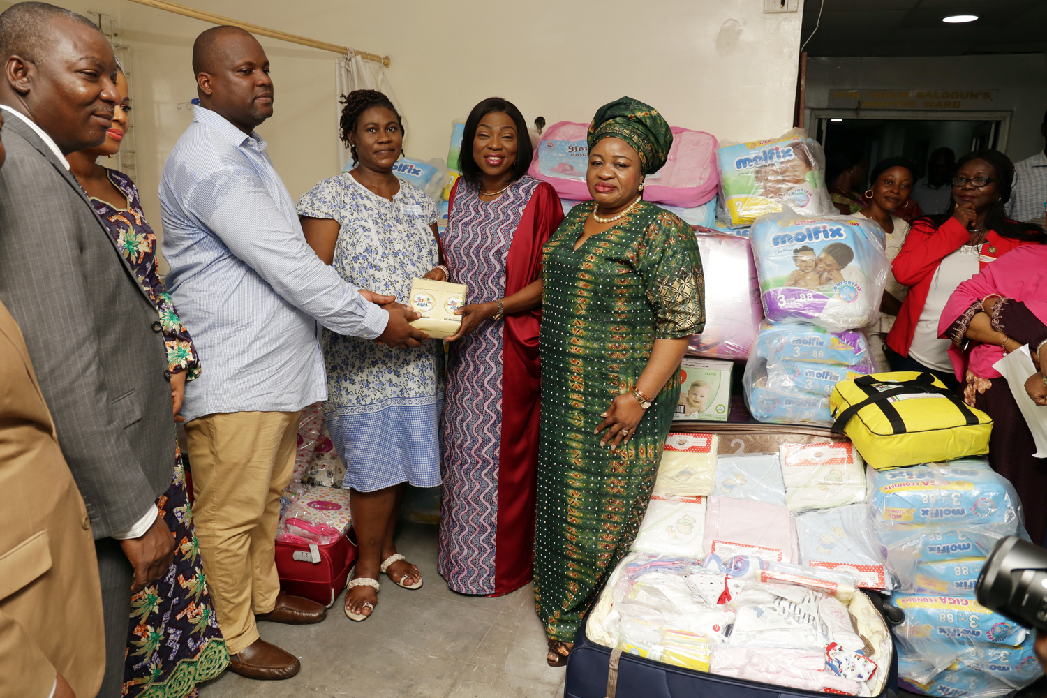 Wife of Lagos State Governor, Mrs. Bolanle Ambode (2nd right), presenting gifts to Mr. Augustine and Jessica Obiefuna for their newborn quintuplets, at the Island Maternity Hospital, Lagos, on Wednesday, 16 May, 2018. With them are COWLSO members, Mrs. Ronke Solomon (right); Mrs. Oyindamola Ogunsanwo (2nd left) and Managing Director of the hospital, Dr. Ademuyiwa Eniayewun.