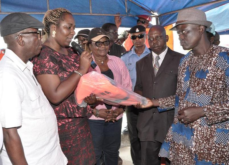 Distribution of Life Jackets to Students, Boat Operators in Amuwo Odofin LG by Lagos Government
