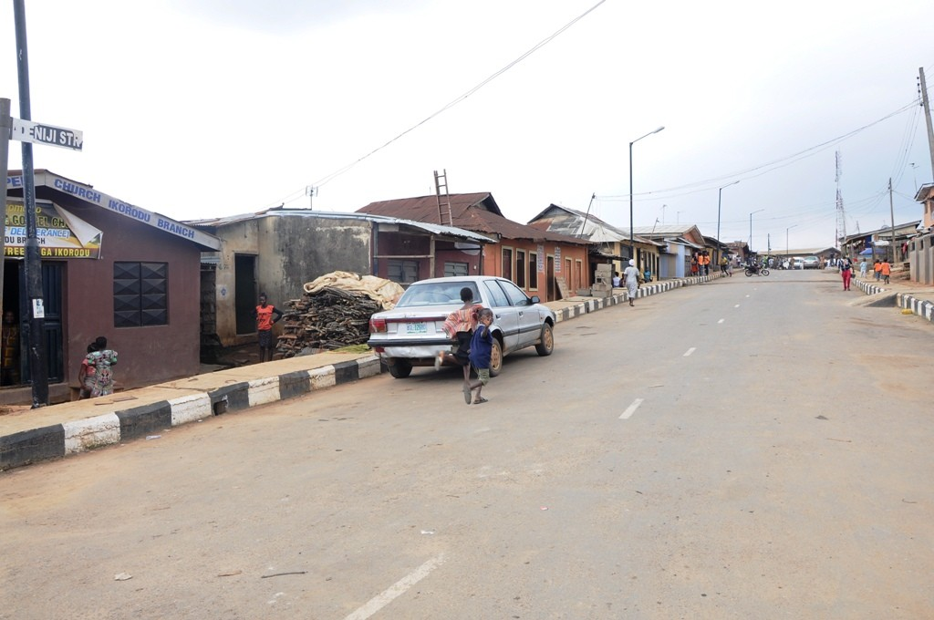 The road in Adeniji Oluwakemi Street in Ikorodu Central Local Government has been completed and commissioned.