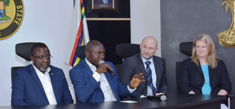 Lagos, Uk Firm Sign N2.52billion MoU To Provide 10,000 Street Lights