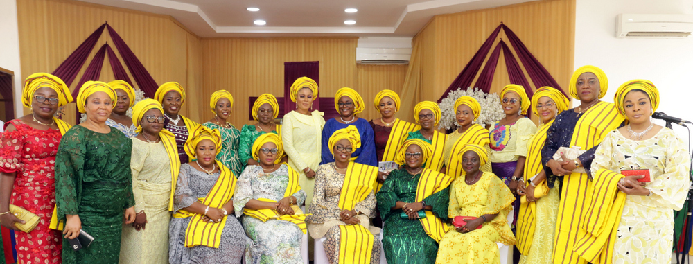 "Wife of the Governor of Lagos State and chairman, Committee of Wives of Lagos State Officials (COWLSO), Mrs Bolanle Ambode (m); Mrs. Funmilayo Ojo (2nd left); Mrs. Rhoda Ayinde (2nd right); Mrs. Elizabeth Ayilara (r) and members of the Committee, during the Committee's Annual Thanksgiving Service, tagged: ""Celebration of God's Goodness"", at the State House Chapel, Alausa, Ikeja, on Sunday, 25th November, 2018."